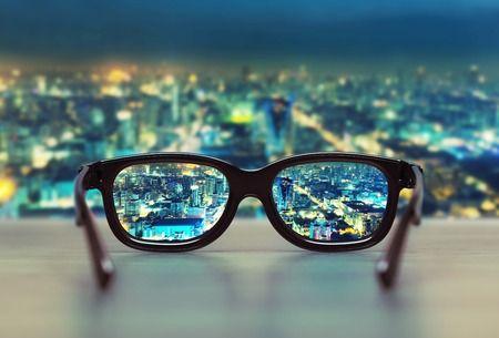 眼鏡業擺脫價格競爭,創新服務引領潮流