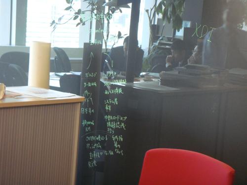 图 6 墙面就是白板,玻璃也是留言板